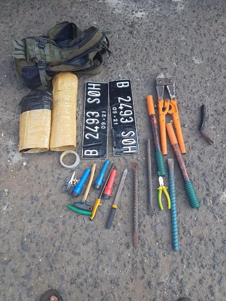 Polisi Tembak 2 Buronan Pencuri Spesialis Minimarket di Jaktim