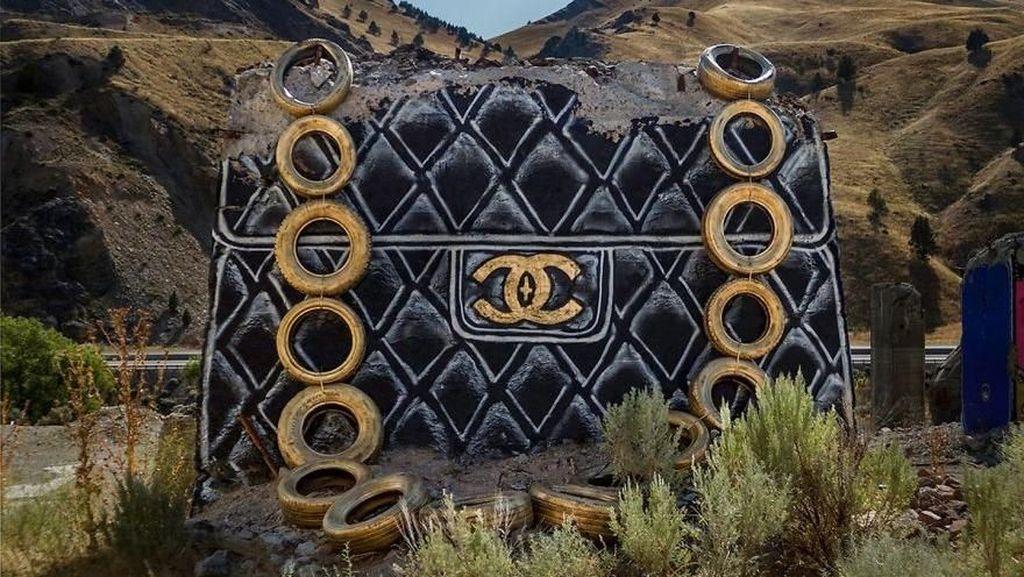 Keren! Seniman Ubah Reruntuhan Bangunan Jadi Tas Desainer