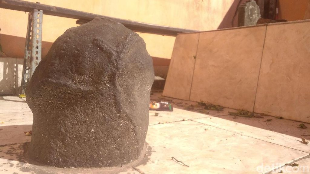 Waduh, Ada Batu Unik Mirip Kelamin Pria di Cirebon