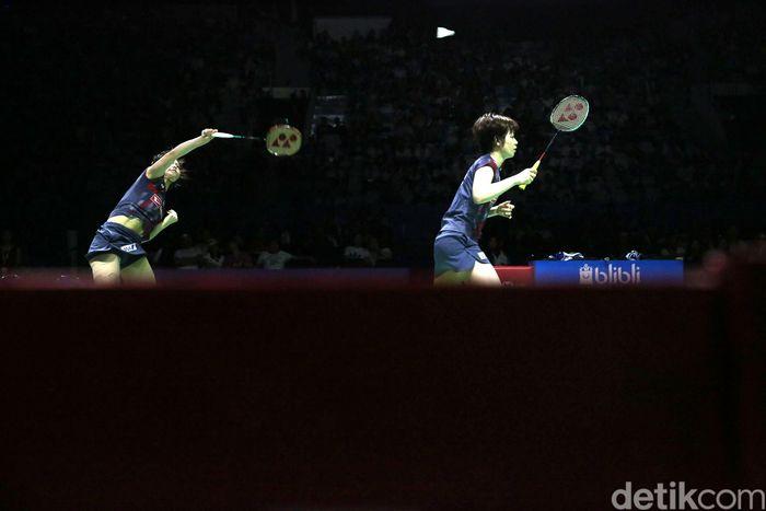 Yuki Fukushima/Sayaka Hirota bertanding melawan sesama Jepang Mayu Matsumoto/Wakana Nagahara di final Indonesia Open yang berlangsung di Istora Senayan, Jakarta, Minggu (8/7/2018).