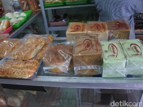 Lembut Empuk! Roti Otoy Bikinan Toko Roti Legendaris di Pekanbaru