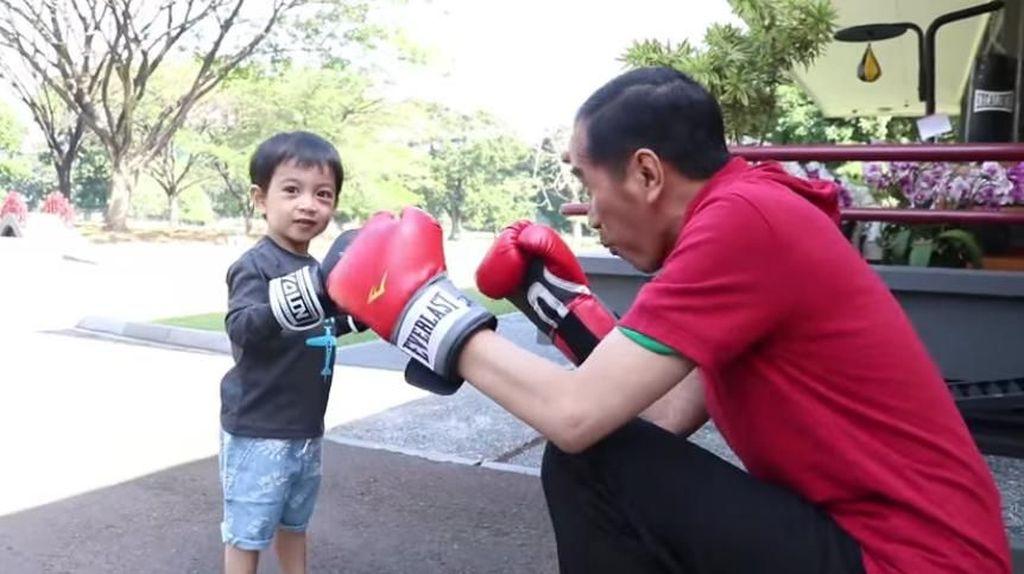 Gemasnya Jan Ethes Saat Main Tinju dan Bola Bareng Jokowi