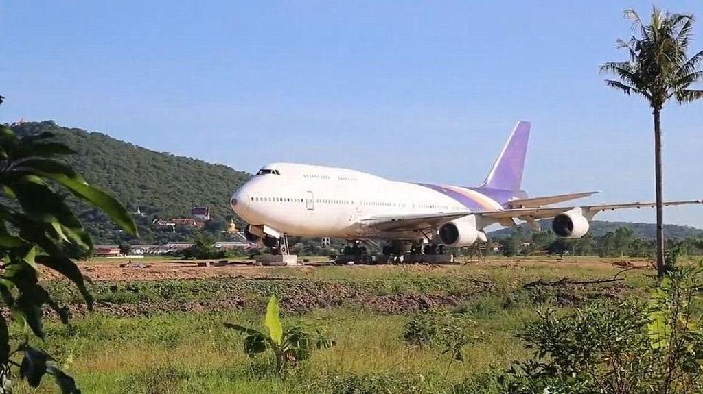 Warga Desa Thailand Dikejutkan Pesawat Nyasar
