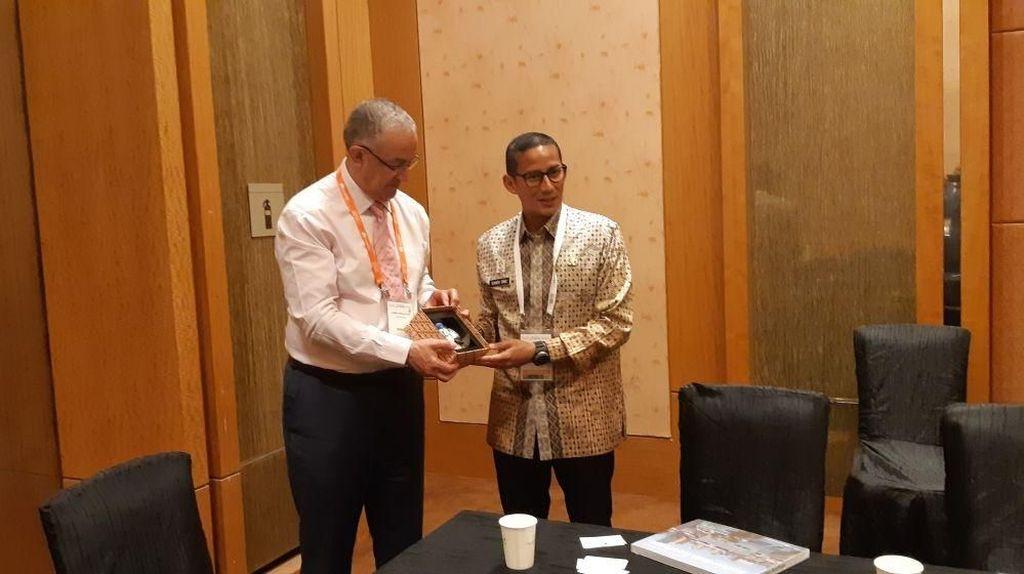 Sandi Diskusi Tata Kota dengan Wali Kota Rotterdam di Singapura