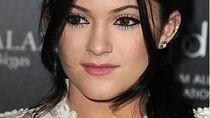 Perangi Virus Corona, Aktris Cantik Kylie Jenner Produksi Hand Sanitizer