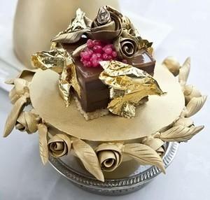 Wouw! 10 Dessert Mewah Ini Mahalnya Seharga Rumah (1)