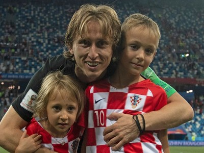 Merekalah Suporter Nomor Satu Kapten Timnas Kroasia, Modric