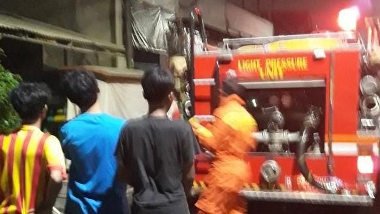 Kebakaran Landa Permukiman di Utan Kayu dan Kebayoran Lama