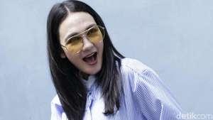 Penampilan Pevita Pearce yang Bikin Salah Fokus