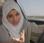 Senangnya Rapper Berhijab Ini Bisa Nyetir di Arab Saudi