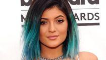 Cerita Kylie Jenner Dikritik Gara-gara Tindik Telinga Putrinya