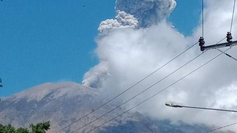 Gunung Agung Bali Siaga, Warga Diminta Menjauh Radius 4 Km
