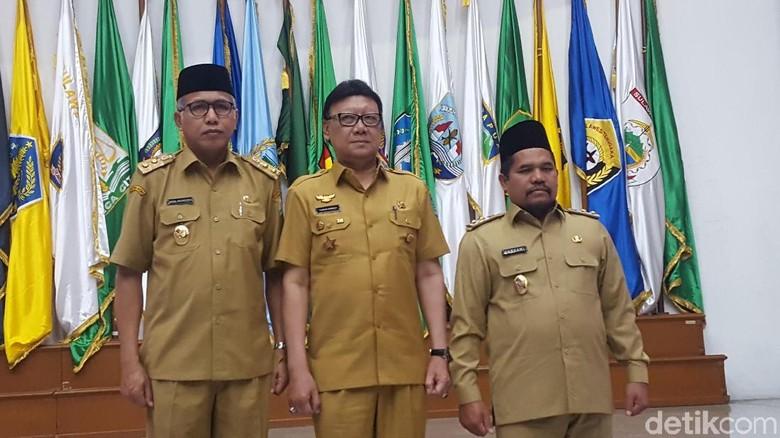 Mendagri Serahkan SK Plt Gubernur Aceh dan Bupati Bener Meriah