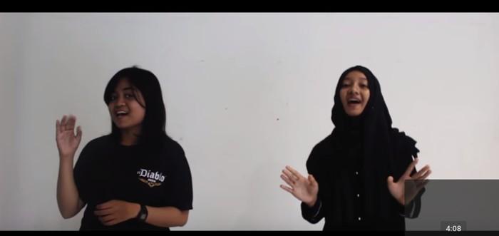 Cover lagu Nidji Laskar Pelangi yang dinyanyikan ulang oleh KMFisip UNS. Keren banget! Foto: Youtube: KMF UNS