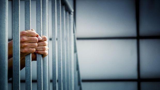 Ilustrasi penahanan badan, yang merupakan status lanjutan dari tahanan kota.