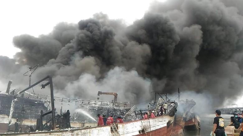 Polisi Dalami Sebab Kebakaran 39 Kapal di Pelabuhan Benoa Bali