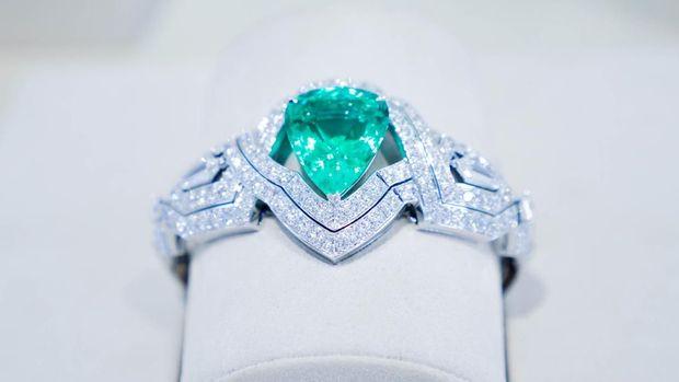 Koleksi perhiasan LV