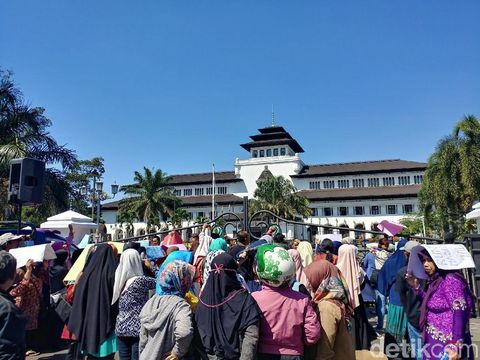 Demo PPDB di Gedung Sate, Bandung, beberapa waktu lalu