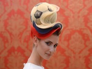 Rambut Bola Karya Hairstylist Rusia Ini Bikin Heboh di Piala Dunia