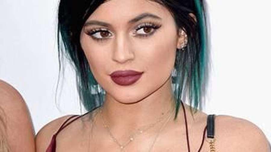 Selena Gomez, Tasya Kamila hingga Kemesraan Randy Pangalila dengan Pacar