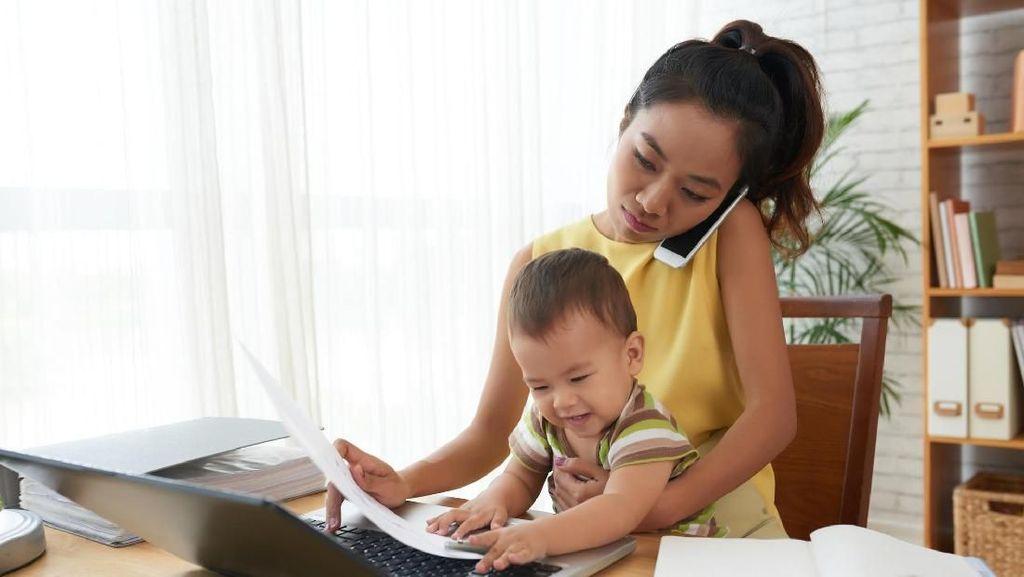 Anak-anak yang Ibunya Bekerja Bisa Mendapat Hal-hal Positif Ini
