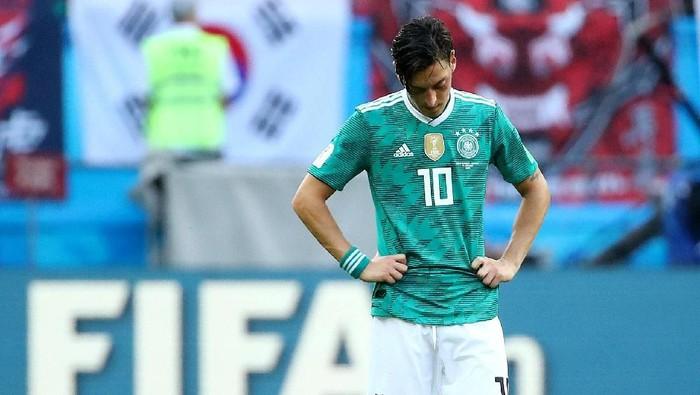Mesut Ozil berseragam timnas Jerman. Foto: Michael Dalder /Reuters