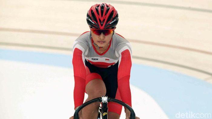 Crismonita Dwi Putri berhasil menembus babak final nomor tim sprint Kejuaraan Asia Balap Sepeda Nomor Tresk 2019 bersama Wiji Lestari. (Pradita Utama/detikSport)