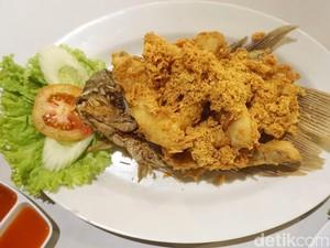 Lesehan Gurame : Mau Makan Olahan Gurame Segar yang Sedap, di Sini Tempatnya