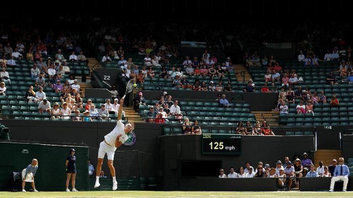 Banyaknya kursi kosong di sebuah pertandingan Wimbledon yang bersamaan saat Inggris menghadapi Swedia di Piala Dunia 2018. (Foto: Peter Nicholls/Reuters)