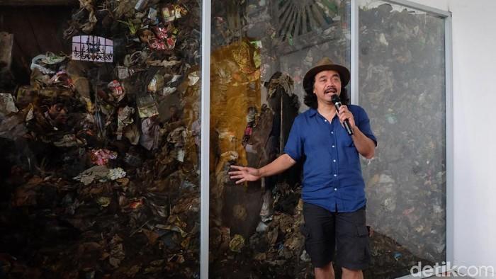Pameran tunggal Tisna Sanjaya Potret Diri Sebagai Kaum Munafik berlangsung di Galeri Nasional Indonesia pada 9-21 Juli 2018