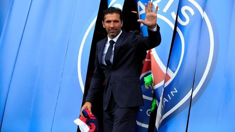 Buffon saat bertemu dengan media (Foto: Reuters)