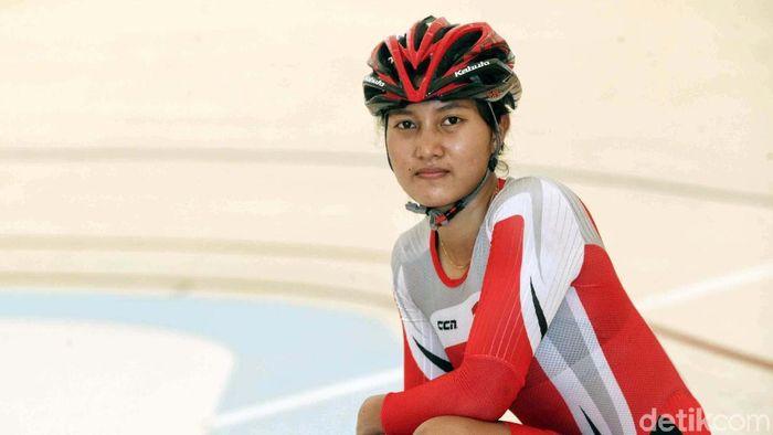 Crismonita Dwi Putri asyik-asyik saja menjalani profesi sebagai atlet balap sepeda. (Pradita Utama/detikSport)