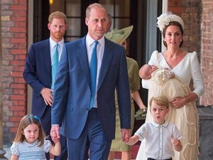 Kate Middleton Tampil Cantik dan Serba Putih di Pembaptisan Pangeran Louis