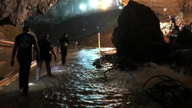 Penyelamat Akan Keluarkan 5 Orang Lagi dari Gua Thailand Hari Ini