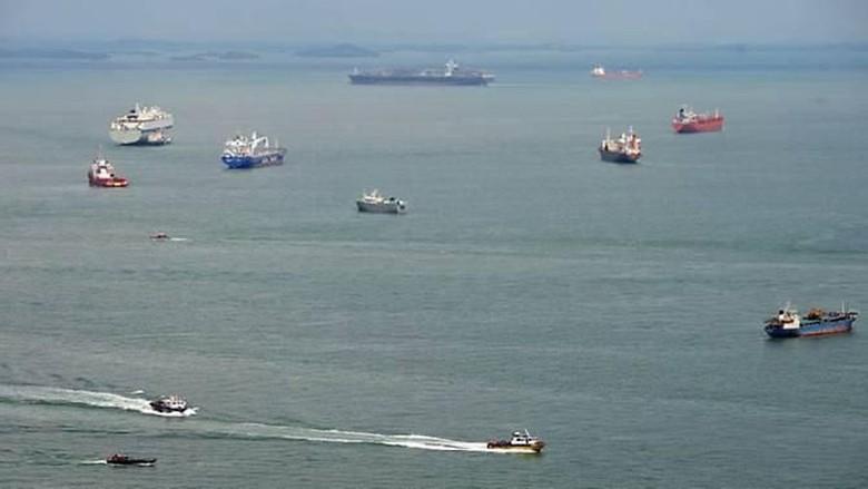 Tabrak Batu, Kapal Feri Berbendera Indonesia Kandas di Singapura