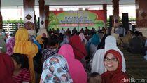 Blitar Pasok Telur ke Jakarta, Ratusan Peternak Ayam Syukuran