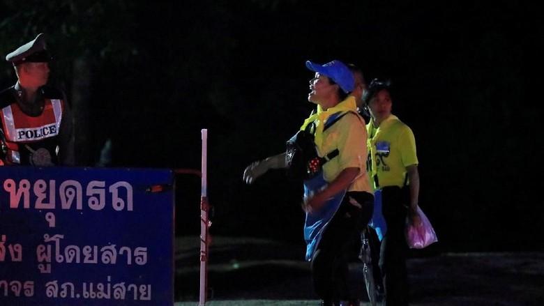Ekspresi Gembira Relawan Saat Penyelamatan di Gua Thailand Sukses
