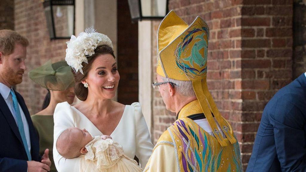 Kate Middleton Pakai Baju Desainer yang Sama di Pembaptisan 3 Anaknya