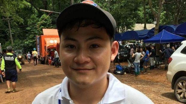 Yo Sato rela jadi penerjemah di kamp penyelamatan remaja yang terjebak dalam gua /