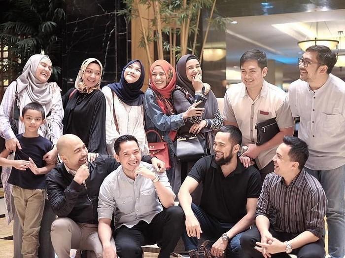 Grup dakwah para artis bernama Mewah 9. Foto: Instagram/Mewah9