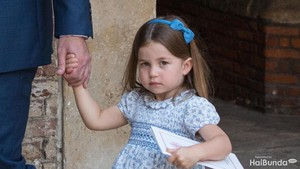 Yang Dilakukan Putri Charlotte pada Adiknya Ini Bikin Melting