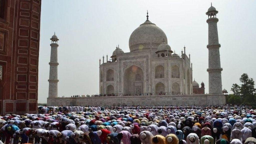 Muslim yang Bukan Penduduk Agra Dilarang Salat Jumat di Taj Mahal