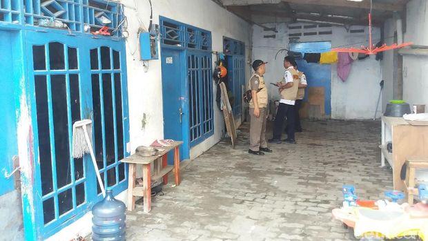 Tim sidak sumur resapan mendatangi pabrik di Kamal, Kalideres, Jakarta Barat, Rabu (11/7/2018)