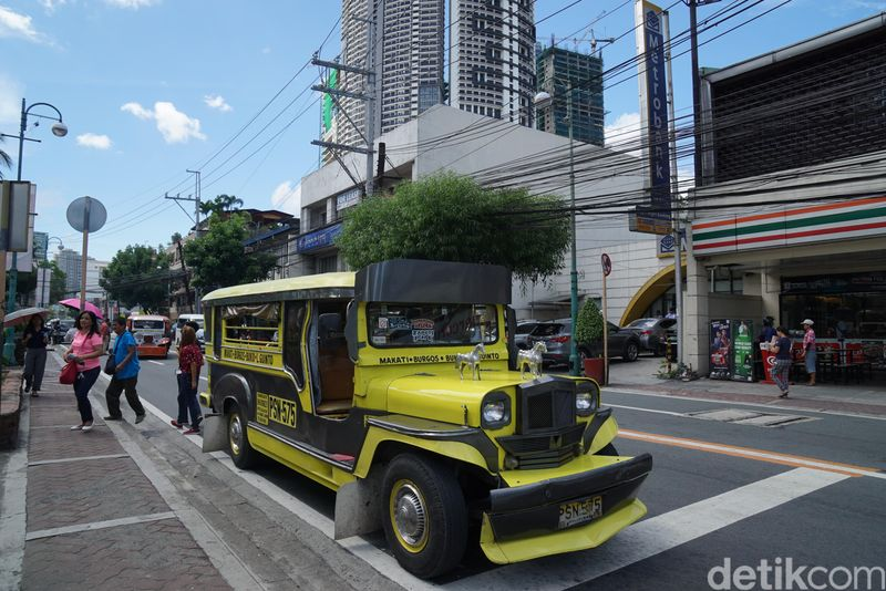 Jeepney merupakan salah satu sarana transportasi publik yang populer di Filipina. Lebih tepatnya ini adalah angkotnya Filipina. (Syanti/detikTravel)