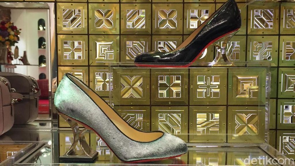 Kamu Nggak akan Nyangka, Sepatu Cantik Ini Dibuat dari Kantong Kertas Bekas