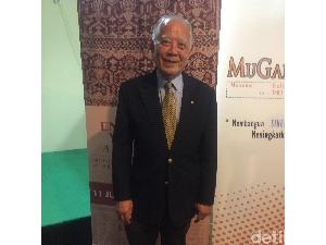 Cinta Kain Indonesia, Dokter Australia Koleksi Seribuan Tenun dan Batik