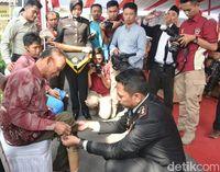 HUT Bhayangkara, Bahagia Warga Cirebon Terima Kado Kaki Palsu