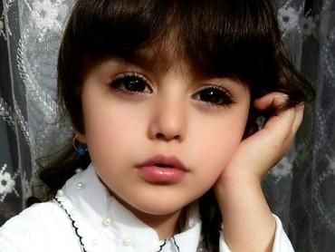 Hai Bunda, kenalkan ini Mahdis Mohammadi. Bocah 8 tahun ini sempat viral karena parasnya yang cantik. (Foto: Instagram/mahdis_mohamadi91)