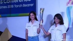Dian Sastro dan Mikha Tambayong Berlari di Kirab Obor Asian Games 2018