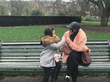 Tos bareng di Hyde Park di London (Foto: Instagram @pevpearce)